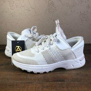 Zeba women's walking tennis shoes Sz 8.5 new